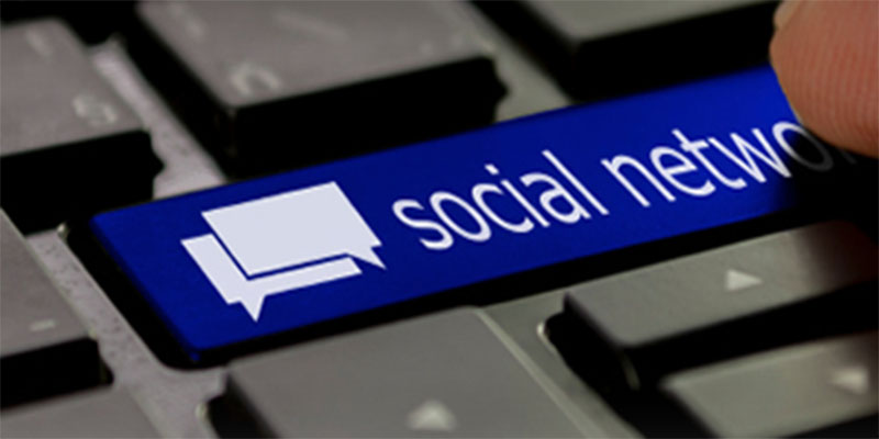 Social Internet Sites as a Source of Public Health Information